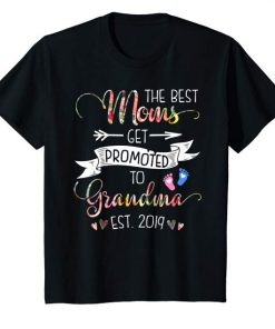 Promoted to Grandma Est 2019 New Grandma To Be T-Shirt