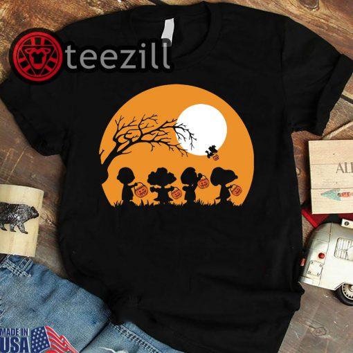 Moon snoopy hold pumpkin with woodstock halloween shirt