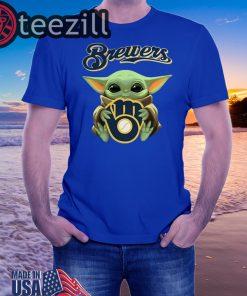 Baby Yoda hug Milwaukee Brewers Sweatertshirt