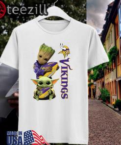 Baby Groot And Yoda Hug Minnesota Vikings Men's T-Shirt