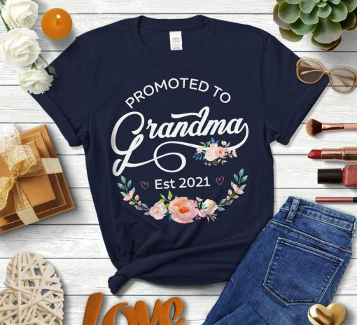 2021 Floral T-Shirt, Flower Decoration Womens tshirt, New Grandma, First Time Grandma Mother's Day Gift